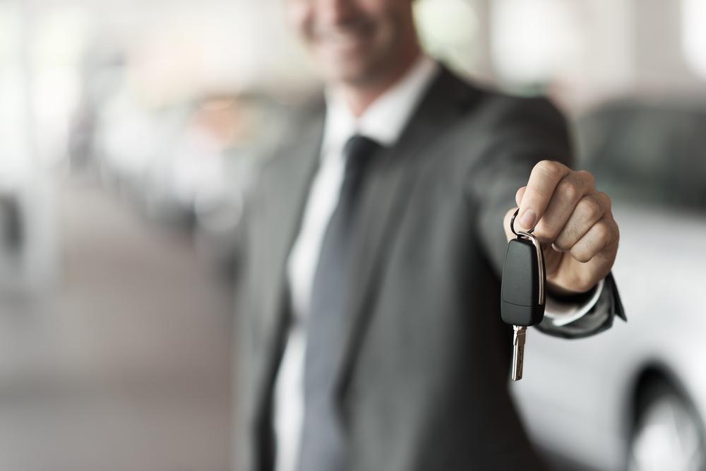 値段が下がらない車はあるの?値段が下がる原因や売却のコツも解説